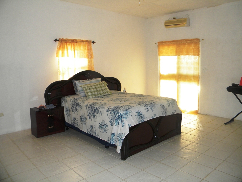 4 Bed House for Rent at 8 Miles Belize