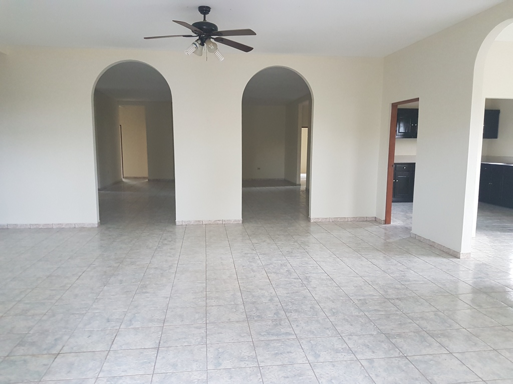 5 Bedroom 2.5 Bathroom  Residential/Commercial Space in Belmopan City