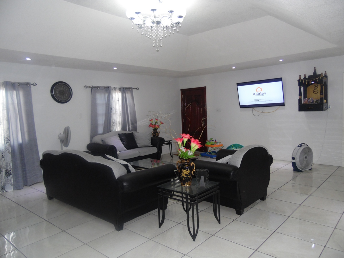 3 Bed Apartment for Rent in Belize City