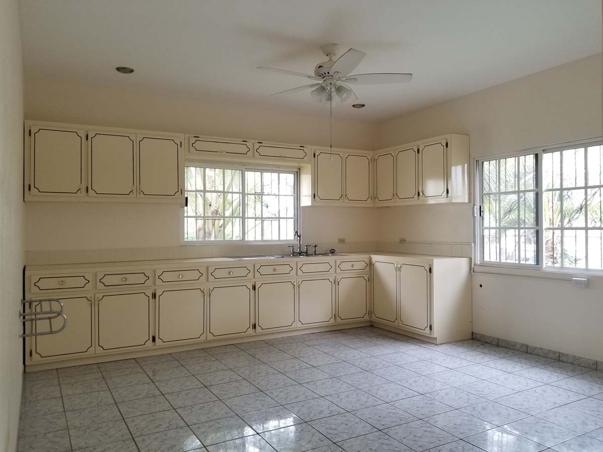 Large Bungalow House for Rent in Upscale Neighborhood in Belmopan City