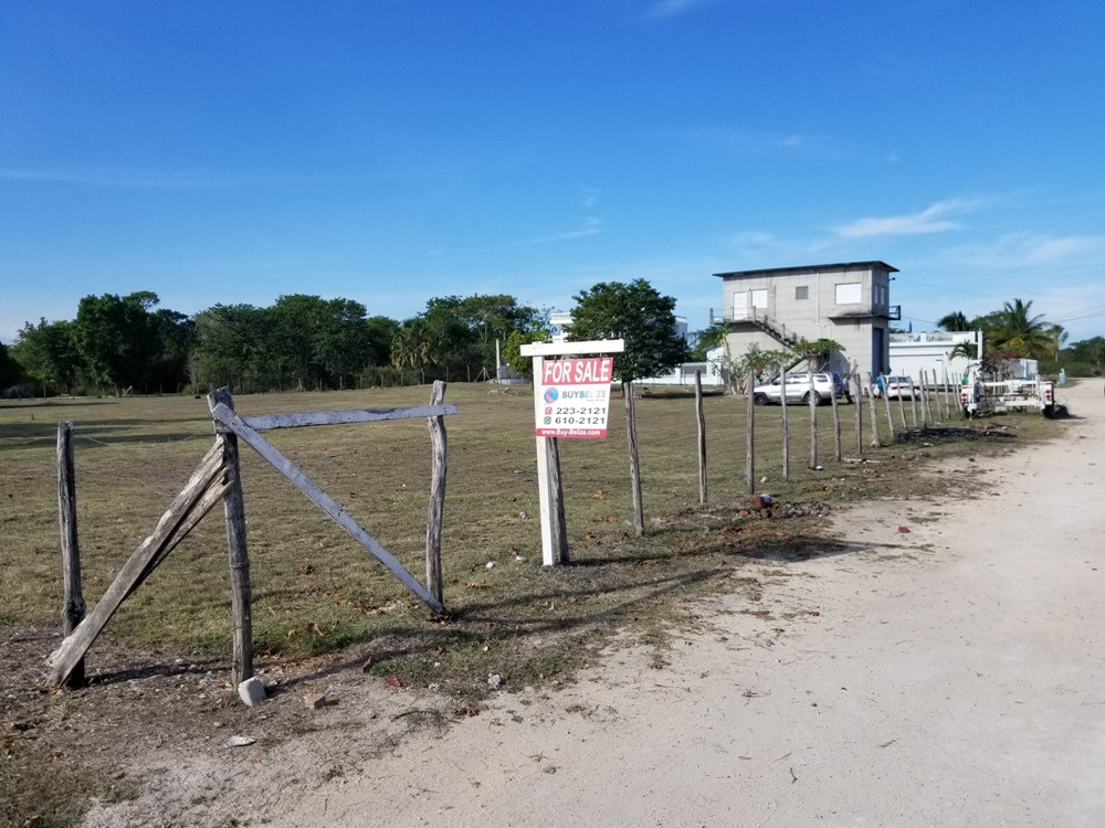 House and lot for sale in Ranchito Corozal