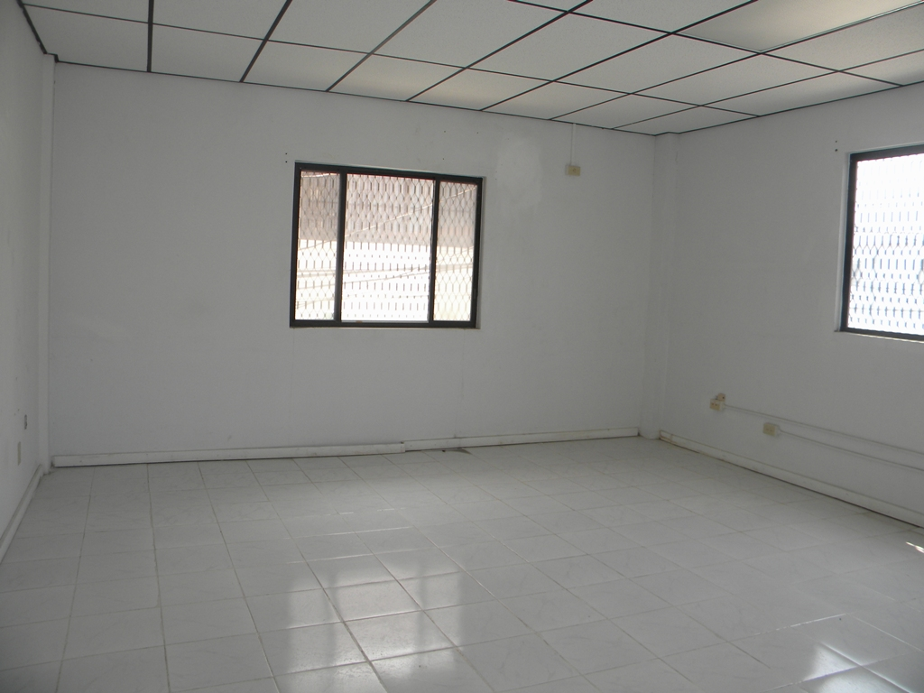 1750 sq ft of office space